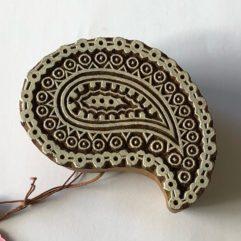 blocktryck trycka på textil Tamme Craft blockstämpel paisley